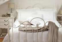 pretty bedrooms / by Kimberly Linhares