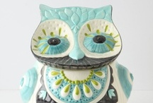 Cookie Jars / We love cookie jars! Check out some of these cookie jars that would look good in your kitchen or hanging out on a book shelf!