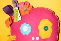 i BUDDI di Matilde ® / Un progetto nato dai disegni fantasiosi e strampalati di mia figlia Matilde quando non aveva ancora tre anni. Prodotti per grandi e piccini, pensati da una bambina. Oggetti unici che parlano una lingua fatta di pura fantasia, colori e tessuti. Tutti in materiale di qualita 100% italiano.  #ibuddidimatilde #handmade #monster #toys #keyrings #pillow