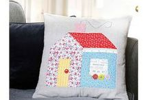 Cushions/Pillows / Quilted cushions are just mini quilts! A collection of tutorials, patterns and inspiration for sewing quilted cushions/pillows.