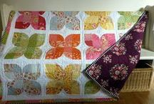 Circle/Curves Quilts / Quilts that involve curved piecing, circles or the illusion of curves.
