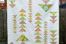 Flying Geese / The many ways to use flying geese blocks in quilts and projects. How to calculate the pieces for any size 'goose'.