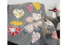 Drunkards Path / Ways to use the versatile 'drunkards path' patchwork block in quilts, cushions, pillows and other projects. Lots of different patterns from this block. Great for creating heart shapes.