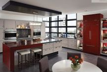 "Kitchens: Contemporary & Dynamic / The motto for the Contemporary & Dynamic style is ""less is more."" The minimalistic, cutting-edge  approach features bold, straight lines and a clean, streamlined appearance. / by KraftMaid Cabinetry"