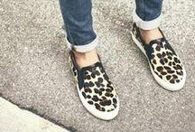 ♥ Slip-ons / Der aktuelle Sneaker-Trend ist schon lange kein Geheimniss mehr! Doch diesen Frühling konnte ein weiteres Modell sein Comeback feiern: der Slip-on! Stiefelparadies zeigt Dir die schönsten Modelle & Blogger-Styles.