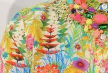 ♥ Prints / Mode ist Kunst und dieses Jahr erst recht! Ob Streifen, Karo, Punkte, Blumen, Tiere oder Obst - bunte Prints haben jetzt ihren großen Auftritt! Wir präsentieren dir hier die schönsten Print-Teile und zeigen, wie Fashionistas sie alltagstauglich kombinieren!