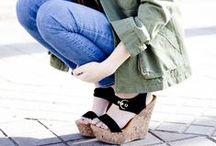 ♥ Wedges / Ob Sandaletten, Pumps, Stiefeletten oder Sneakers - Schuhe mit Keilabsätzen sind super praktisch, denn sie strecken optisch das Bein und zaubern eine schöne Körperhaltung. Gleichzeitig sind sie aber viel bequemer als dünne Pfennigabsätze, da sie einen stabilen Halt ermöglichen. Hier präsentieren wir Dir die schönsten Wedges und zeigen, wie man sie am besten kombiniert!