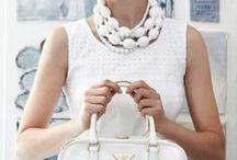 ♥ White Fashion / Weiß ist das Fashion-Statement des Sommers. So romantisch und rein bietet die frische Farbe zahlreiche Kombinationsmöglichkeiten. Ob weiße Sneakers, weiße Nägel, weiße Kleider oder weiße Seidenblusen - wir zeigen Dir, wie Du Dich mit der Trendfarbe der Saison perfekt in Szene setzt!
