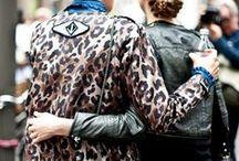 ♥ Leo Prints / Der Leopardenprint ist ein echter Klassiker! Immer wieder taucht er auf der Straße und auf den Laufstegen bekannter Designer auf und zwar nicht nur auf Kleidung, sondern auch auf Brillen, Tüchern, Taschen und sogar Schuhen. Richtig kombiniert wirkt er aufregend und stilvoll! Also lass Dich inspirieren und finde heraus, wie Du Dich mit dem tierischen Muster am besten in Szene setzt!