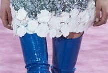 ♥ Lack / Egal ob Ballerinas, High Heels oder Stiefeletten - in dieser Saison stehen wir und unsere Schuhe total auf Details in Lack. Ob im Komplettlook oder mit einzelnen glänzenden Details - für jeden Geschmack ist im Frühjahr 2015 etwas dabei! Lass Dich inspirieren!