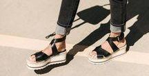 ❤️ Plateau Love / Back to the 90ies! Es geht wieder wild zu. Mit endlos hohen High Heels & massiven Platforms gestaltet sich diese Saison alles andere als Langweilig. Marc Jacobs, Gucci & Prada machen es vor und du kannst es auch!