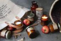 Apple Picking - Candle of The Week / We are continuing the Autumnal feel this week with Apple Picking from P.F Candle Co. – A sweet combination of fresh green apples and the musk of cinnamon spice.  As the nights draw in and you start to feel a bite in the fresh evening air, imagine walking down a country path, leaves falling all around and dancing at your feet. You make it to your front door that swings open in the wind, and you are welcomed home to the smell of your favourite apple pie baking in the oven.