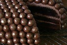 Cakes / by Ivette Peña