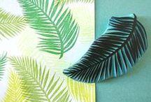 ❣ Mariage Aloha ❣ / Végétation luxuriante, cocktail de papaye et coco, un flamant rose par-ci, un perroquet par-là, douces orchidées colorées et palmiers à gogo... Entrez au plus profond des jungles tropicales de Tahiti et découvrez tout un univers exotique ! Retrouvez notre collection de papeterie de mariage Aloha sur Popcarte.com