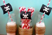 ♕ Anniversaire Pirate ♕ / Votre enfant adore les pirates ? Il se prend souvent pour capitaine crochet, Rackham le Rouge ou Pirates des Caraïbes ? Plongez votre petit(e) bandit des mers avec ses copains et ses copines dans cet univers magique !