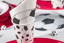 ♕ Anniversaire Foot ♕ / Avec l'arrivée de l'Euro 2016 et votre passion pour le football, votre thème de soirée ou de goûter d'anniversaire est tout trouvé ! Peaufinez la décoration et finissez de constituer les équipes, le ballon rond n'attendra pas.