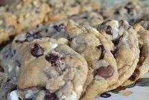 ~Yummy Treats & Eats~ / Yummy food & treats / by Alicia Monsen