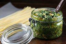 Molhos, Azeites, Vinagretes & Sais / Receitas e dicas para molhos (doces e salgados), azeites aromatizados, vinagretes e sais temperados.  / by Tathiana Ferreira