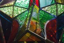 Valence Delhalle -  Visage de l'Autre - place des Vosges / Assemblages tri-dimensionnels de verre soufflé. Au croisement du cubisme et du futurisme, un travail technique impressionnant pour un résultat jamais vu. Des oeuvres qui sont sublimés par la lumière, au fil de la journée. Jusqu'au 14 février, GALERIE COLETTE CLAVREUL - 25 PLACE DES VOSGES 75003 PARIS