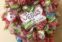 Wreaths and other pretties / Wreaths that I love and could make! / by Angie Bryant