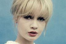 Hair / Bangs, bobs, updos, pins, headbands, hair decoration ... Like top keep it natural, yet dainty. / by Nina Elle
