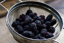 Mora  - Mulberry / Tra le spine, un frutto blu
