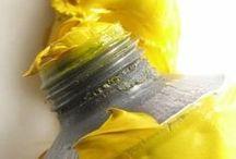 Color YELLOW / #color #yellow #couleur #jaune Le jaune applique sa touche vitaminée à tous les supports et toutes les pièces de la maison.