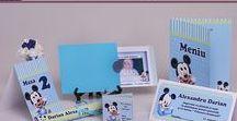 Set Botez Mickey Mouse 1 / BebeStudio11 - Personalizam invitatii, marturii, plicuri de bani, meniuri, nr de masa pentru botez.