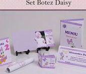 Set Botez Daisy / BebeStudio11 - Personalizam invitatii, marturii, plicuri de bani, meniuri, nr de masa pentru botez.