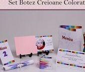 Set Botez Creioane Colorate Fetite / BebeStudio11 - Personalizam invitatii, marturii, plicuri de bani, meniuri, nr de masa pentru botez.