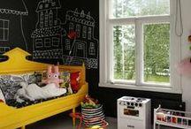 ★ Wandgestaltung mit Tafelfarbe ★ / Mit Tafelfarbe kreative Wohnideen umsetzen, egal ob im Kinderzimmer, dem Flur oder der Küche. Hier sammle ich Inspirationen mit Tafelfarbe - nicht nur als Wandgestaltung, sondern auch auf Möbeln.   Sucht du Inspiration für Tafelfarbe im Kinderzimmer? Dann schau doch mal in meinem Blog vorbei. ➼ http://bit.ly/mehr-tafelfarbe  Stichworte: Tafelfarbe, Tafellack, Chalkboard paint, black walls, schwarze Wände, Wandfarbe
