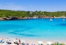 IBIZA mit Kindern: Tipps & Sehenswürdigkeiten / Planst du einen Familienurlaub auf Ibiza? Suchst du nach Reisetipps und Sehenswürdigkeiten, die man mit Kindern auf Ibiza nicht verpassen sollte? Dann bist du hier genau richtig, denn hier sammle ich Reiseinspirationen und Tipps rund um diese schöne Insel im Mittelmeer.  Tipps nehme ich gern unter  kontakt@berlinfreckles.de entgegen.