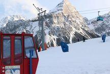 SKIFAHREN mit Kindern: Tipps & Reiseziele / Skiurlaub mit Kindern macht Spaß! Tipps zum Ski fahren mit Kindern, tolle Skigebiete für Familien und Hotelempfehlungen gibt es hier. Außerdem: Tipps zum Skifahren lernen, Packlisten für den Skiurlaub und die richtige Skikleidung.
