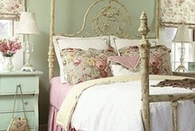 BEDROOMS & BOUDOIRS / Rooms that make my heart go pitter patter!
