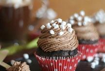 cakes & cupcakes / by Lisa Thomas