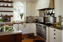 Kitchens / by Candice Weddle Kirby