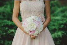 Pink weddings / I love pink, from the delicate blush tones to the bright fuchsia.
