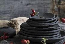 Keramik DIY Ideen / Ideen & Inspirationen rund um Töpfern und Keramik. Ich habe selbst erst vor einem Jahr mit dem Töpfern angefangen und sammle hier aus dem Grund viele Anfänger-Ideen und ein paar DIY-Projekte, die mittlere Erfahrung voraussetzen. Darüber hinaus pinne ich Ideen zum Bearbeiten des Tons und für die Glasur-Techniken.