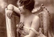 French nude postcards / Artistic French nude postcards