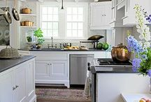 Kitchens / by Roxanne Haack