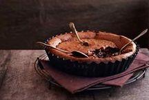 Death by chocolate / Was ist besser als #Schokolade? Egal ob mit #Milch oder #vegan, hell, dunkel, groß, klein, #Nougat, #Marzipan, #Edelbitter, #Zartbitter, #Vollmilch, #Chili #Kirsch, #Gojibeere, #Nuss, #Caramel, #Cappuccino, #Cranberry, #Espresso oder #Feine Bitter, es gibt für jeden was. Sie macht uns glücklich, ist süß und soo vielseitig. Also, lasst uns schlemmen...
