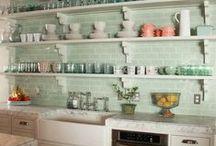 Kitchens / by Lena Deptolla