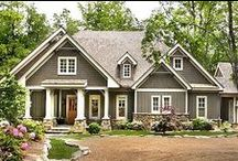Houses, patios and pools / Beautiful houses made for living in with beautiful patios and pools to relax.
