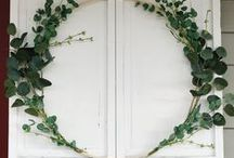 Front Door Decor and Wreaths / Wreaths, paint colors, and other decor ideas to make your front door more welcoming.