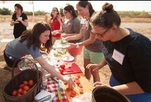 Blogger Friends / Our partner bloggers who make amazing and beautiful food with Muir Glen tomatoes.
