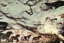 Cueva de Lascaux / La cueva de Lascaux, en el municipio francés de Montignac, contiene el mas extraordinario de los repertorios de arte cuaternario. La cueva fue descubierta en 1940 por un grupo de jóvenes. En total, en las paredes de esta cueva hay más de 450 figuras identificables.