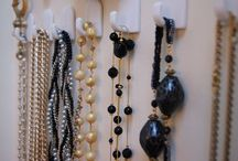 Jewelry Display-Kuzak's Closet / displaying jewelry in a pretty and organized way
