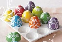 Easter Egg Decorating / Tons of ideas and inspiration to make your Easter eggs unique / by Kenda Smith