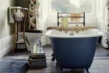 bath / Oh, how I love a claw foot tub.