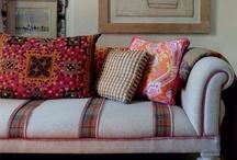 living room / {casual, inviting, elegance}